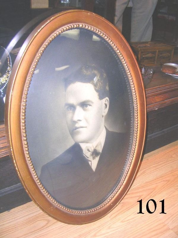 70101: ANTIQUE PHOTO OF GENTLEMAN IN CONVEX GLASS FRAME