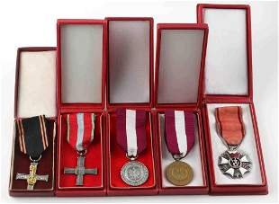 LOT OF 5 CASED POLISH MEDALS ARMORED CROSS SILVER