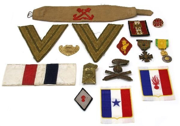 FRENCH ITALIAN MILITARY MEDAL & INSIGNIA LOT