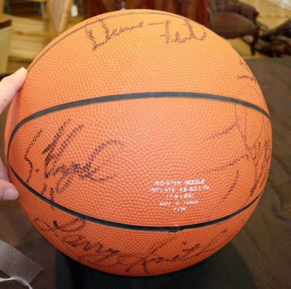 8083: HOUSTON ROCKETS 1993 AUTOGRAPHED BASKETBALL WITH