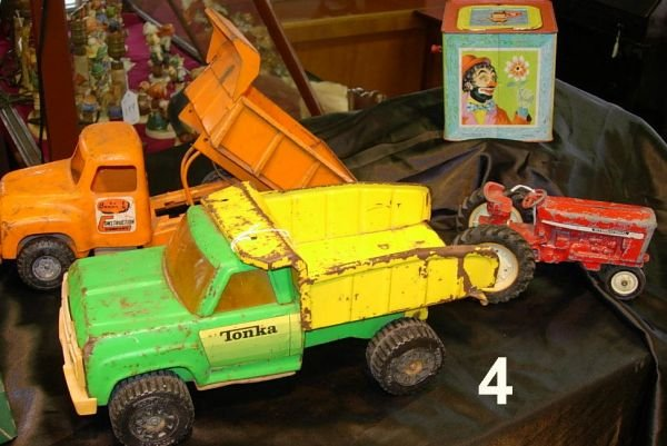 804: VINTAGE TOY TRUCK TONKA + TRACTOR LOT JACK IN BOX