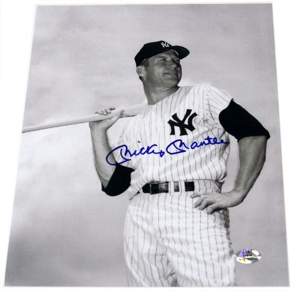 MICKEY MANTLE 8X10 AUTOGRAPHED B/W PHOTO