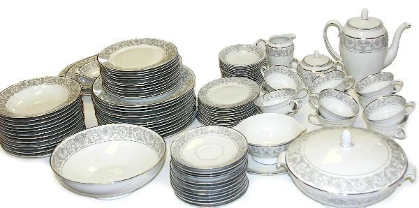95 PIECE FLORENTINE ROSENTHAL CHINA SET