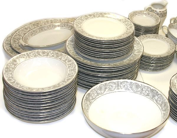 95 PIECE FLORENTINE ROSENTHAL CHINA SET - 2