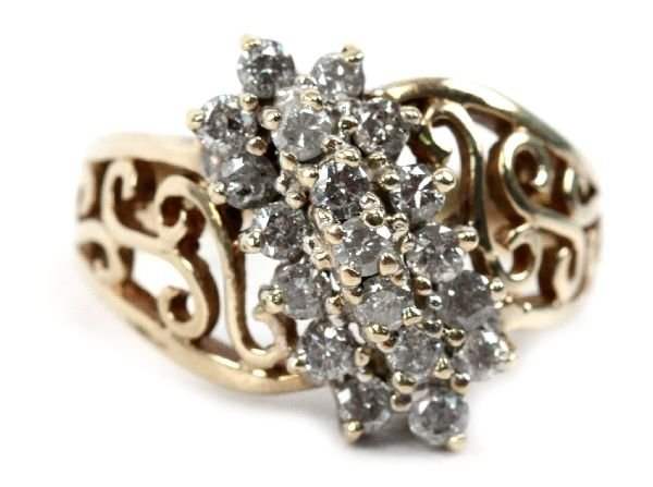 LADIES 10K GOLD DIAMOND CLUSTER COCKTAIL RING