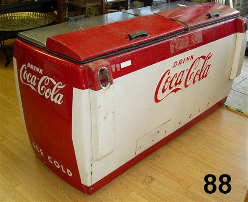 9088: VINTAGE COCA COLA DOUBLE CHEST COOLER RED + WHITE