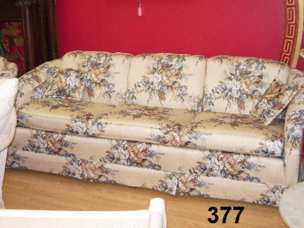90377: HIGH END MODERN COUCH CURVED BACK 3 PUSH BUTTON
