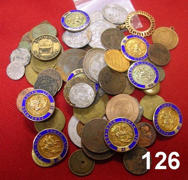 20126: PARA NUMISMATIC LOT OF RELIGIOUS MEDALS, TOKENS,