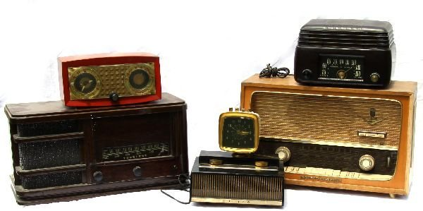 VINTAGE CLOCKS AND RADIOS COLLECTION OF 5
