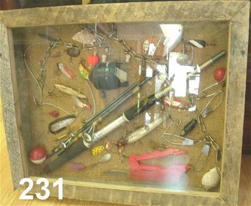 30231 VINTAGE FISHING REEL LURE DISPLAY W CASE