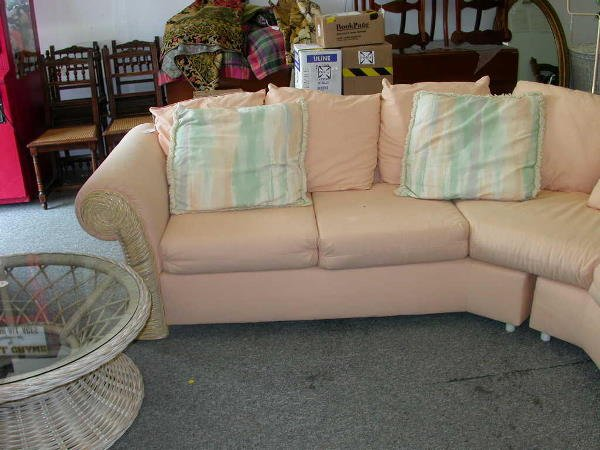 30238: VINTAGE SECTIONAL 2 PIECE PEACH COUCH SOFA - 2