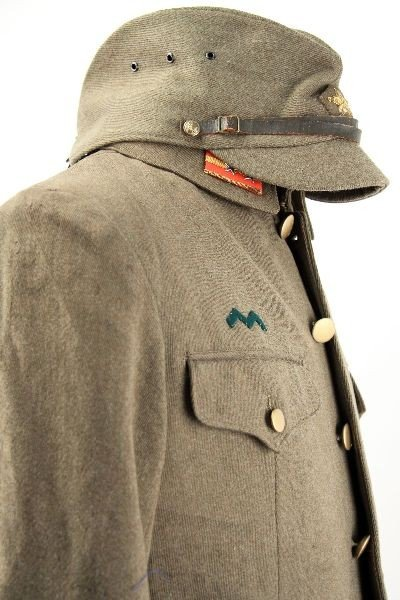 390: WWII JAPANESE ARMY MEDIC 1ST LT UNIFORM W/ VISOR - 3