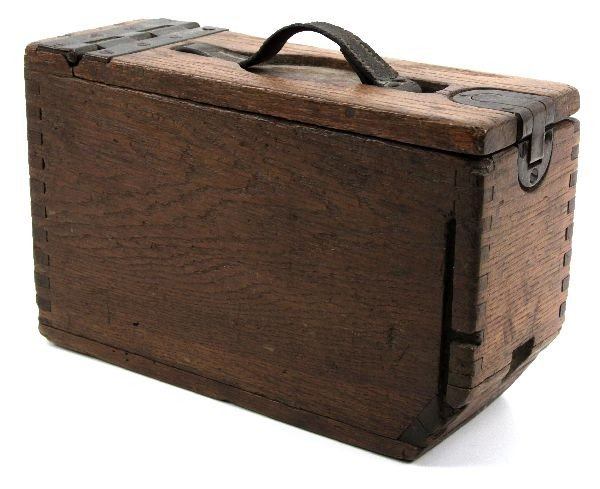 WWI OAK BELT FED MACHINE GUN AMMO BOX