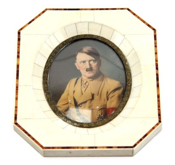 HAND PAINTED CAMEO PORTRAIT OF ADOLF HITLER