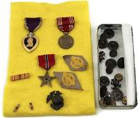 WWII NAMED MEDAL GROUP & USMC INSIGNIA LOT