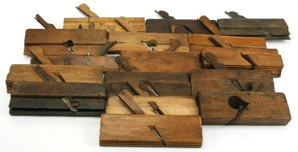 5013: GROUPING OF 16 ANTIQUE HAND MOLDING PLANES
