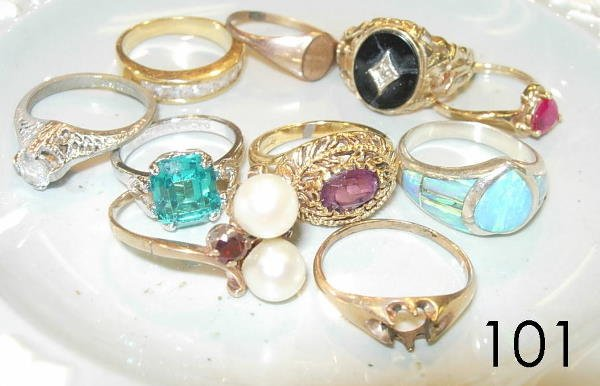 50101: RING LOT OF 10 STERLING, GOLD, & UNMARKED RINGS