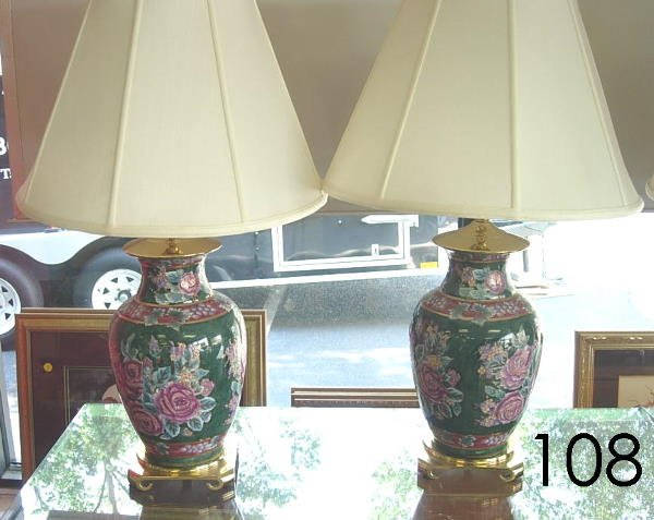50108: MODERN GINGER JAR TABLE LAMP PAIR W FLORAL ON GR
