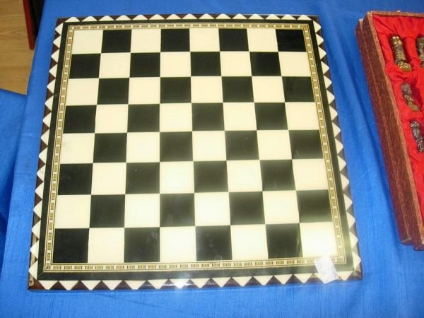 504: VINTAGE CHESS SET - MOORS VS CHRISTIANS - PAINTED  - 2