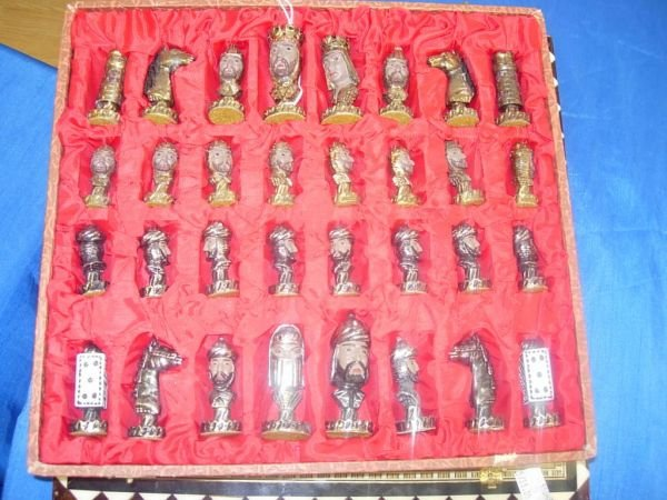 504: VINTAGE CHESS SET - MOORS VS CHRISTIANS - PAINTED  - 3