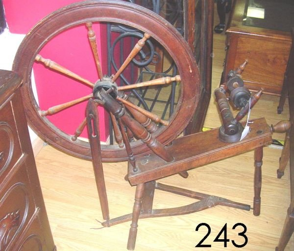50243: ANTIQUE SPINNING WHEEL POSSIBLY AS EARLY AS 1700