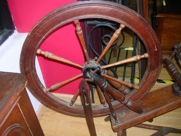 50243: ANTIQUE SPINNING WHEEL POSSIBLY AS EARLY AS 1700 - 3