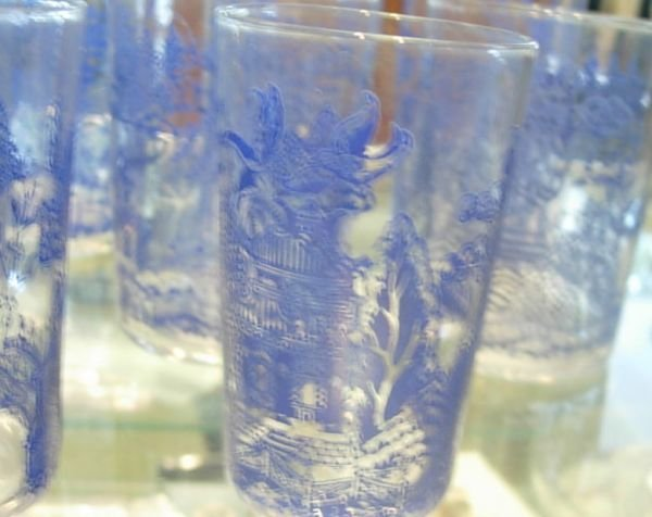 50274: ANTIQUE BLUE WILLOW DRINKING GLASSES 12 VARIOUS  - 3