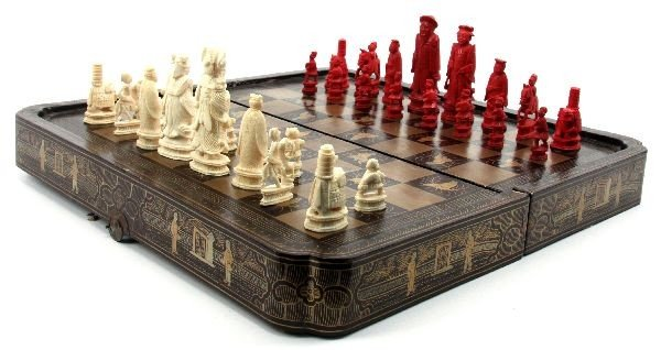 IVORY CHESS SET IN LAQUERED BOARD BOX