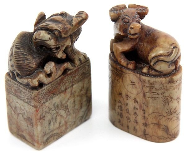 PAIR OF CHINESE HARD STONE OX & FOO DOG STAMPS