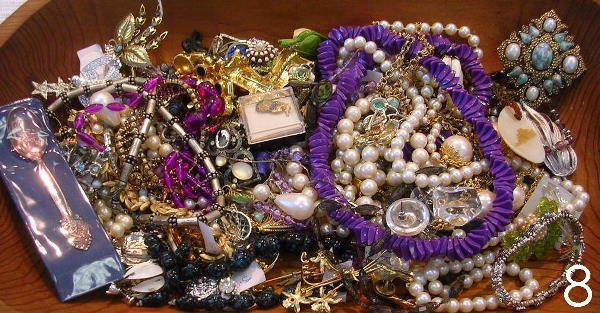 608: VINTAGE COSTUME JEWELRY LOT BEADS, PEARLS, PIN, EA
