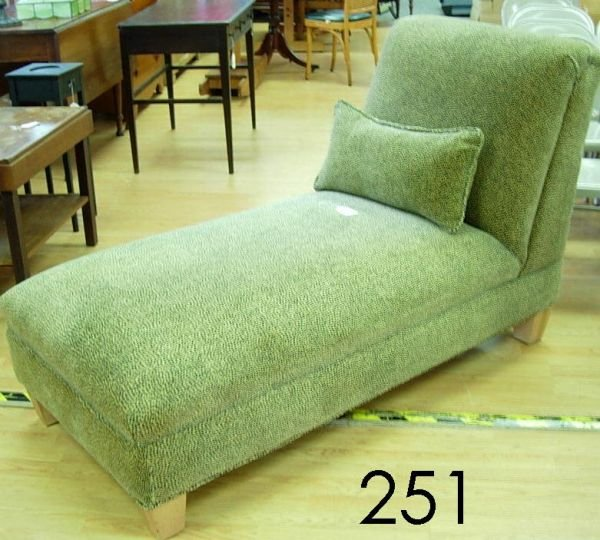 60251: VINTAGE 1950'S CHAISE LOUNGE FAINTING COUCH IN