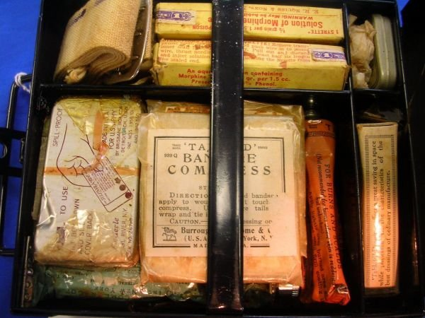 60238: WWII TABLOID FIRST AID KIT BY BURROUGHS WELLCOME - 2