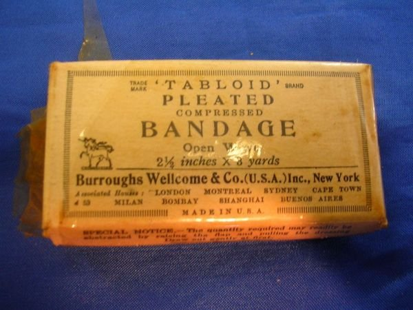60238: WWII TABLOID FIRST AID KIT BY BURROUGHS WELLCOME - 3