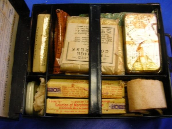 60238: WWII TABLOID FIRST AID KIT BY BURROUGHS WELLCOME - 7