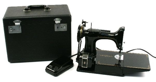 SINGER FEATHER WEIGHT PORTABLE SEWING MACHINE
