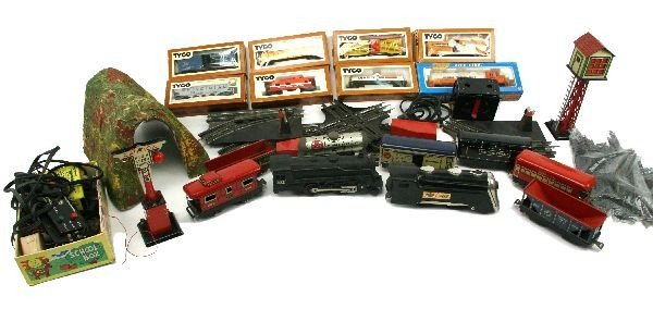 TYCO AND LIONEL ELECTRIC TRAIN SET LOT