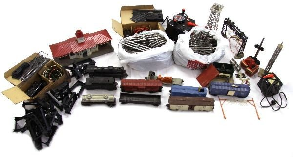 LIONEL VINTAGE TRAIN SET W/ ACCESSORIES INCLUDED