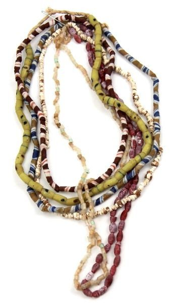 COLLECTION OF NATIVE AMERICAN INDIAN TRADE BEADS