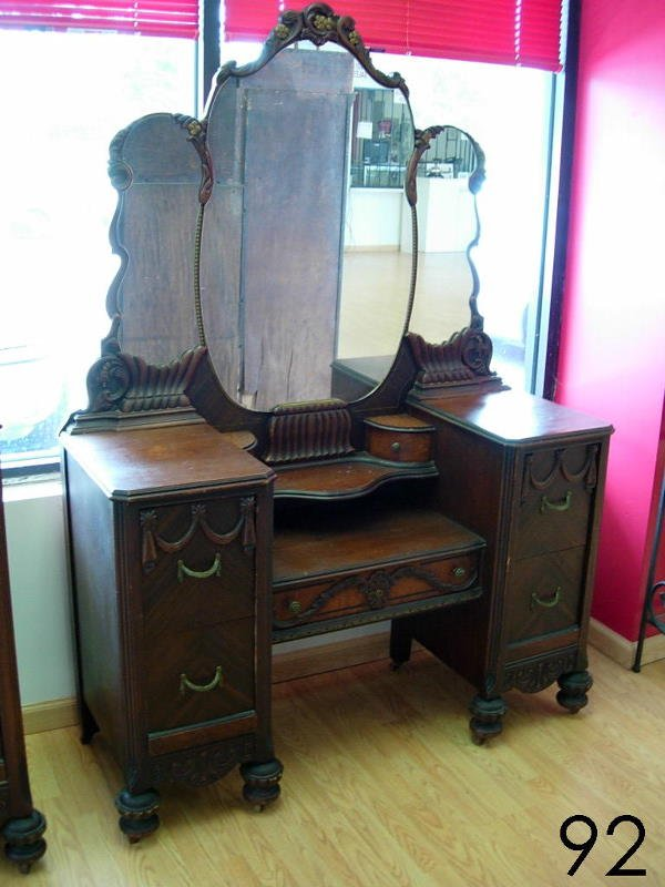 92: ANTIQUE ART DECO DRESSING TABLE CIRCA EARLY 1900'ST
