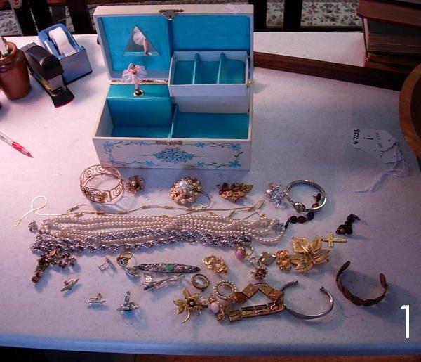 1: VINTAGE JEWELRY LOT RINGS, EARRINGS, PINS, BRACELETS