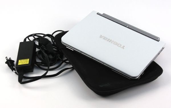 TOSHIBA NB 205 LAP COMPUTER W/ CASE