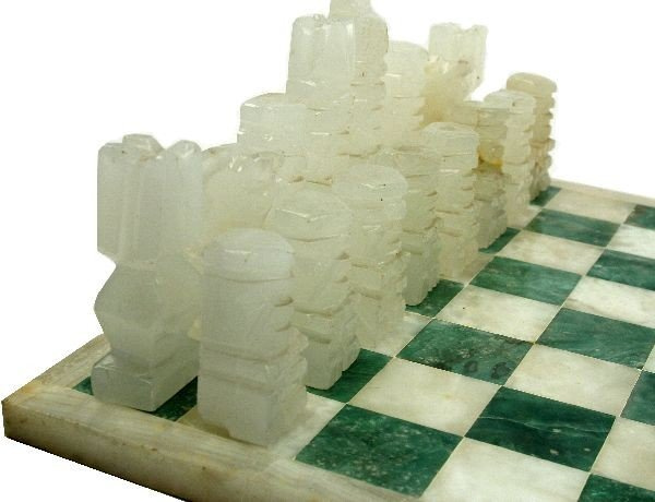 HAND CARVED MEXICAN ONYX CHESS SET - 3