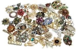 COSTUME JEWELRY, PINS & BROOCHES - SOME VINTAGE