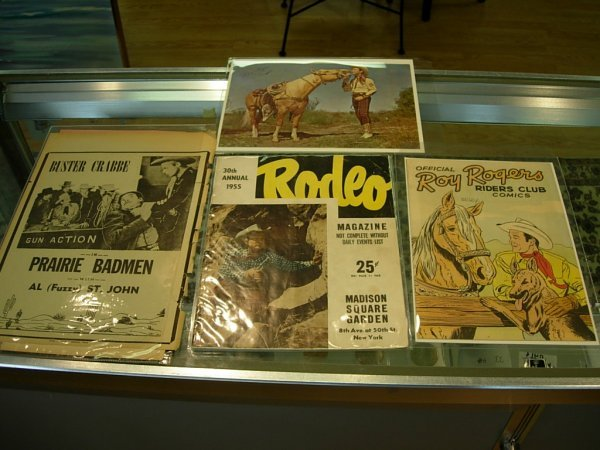90016: VINTAGE ROY ROGERS PICTURE & COMIC BOOK  SIGNED