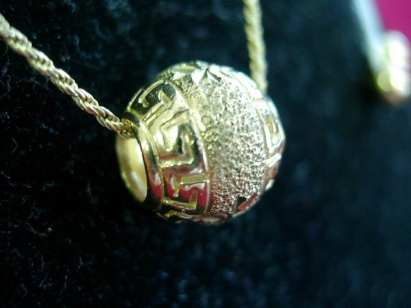 90019:  10K GOLD NECKLACE W GOLD BALL  AND GOLD SPACER