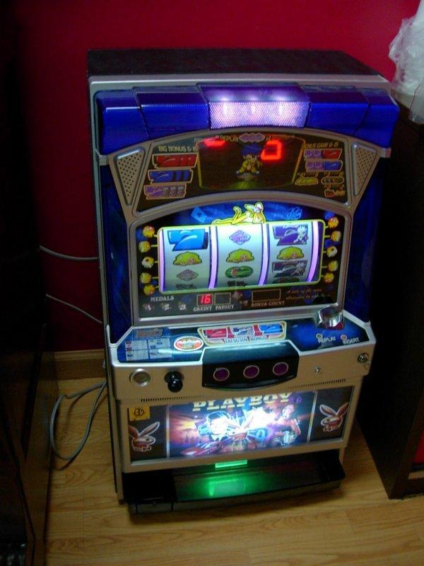 90024: VINTAGE SLOT MACHINE PLAYBOY BONUS GAMES TOKENS