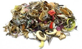 LARGE LOT OF COSTUME EARRINGS OVER TWO POUNDS
