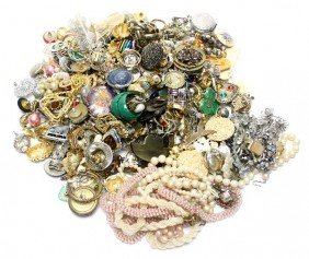 LARGE LOT OF LADIES COSTUME JEWELRY OVER 3 POUNDS