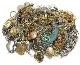 LARGE LOT OF LADIES COSTUME JEWELRY OVER 6 POUNDS
