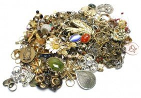 LARGE LOT OF LADIES COSTUME JEWELRY OVER 4 POUNDS